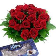 Bouquet red roses and  kisses